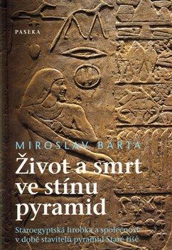 Obálka titulu Život a smrt ve stínu pyramid