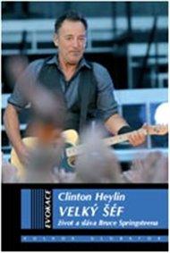 Americký písničkář Bruce Springsteen vydal na začátku roku 2014 novou desku. High Hopes je už jeho osmnáctá studiová. A opět - stará dobrá ruční práce. Tady LP neprodáváme, ale máme v dobré knize o Bossovi spoustu informací o jeho životě a deskách. Ukázka z úvodu knihy Velký šéf. Rázem jsme na koncertu v roce 2012.