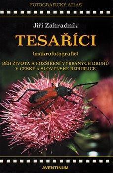 Obálka titulu Tesaříci (makrofotografie)