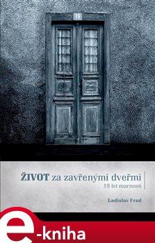 Obálka titulu Život za zavřenými dveřmi