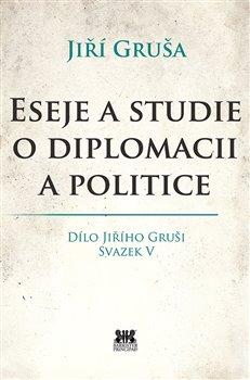 Obálka titulu Eseje a studie o diplomacii a politice