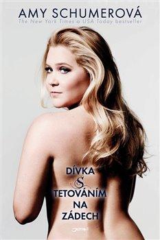 Dívka s tetováním na zádech