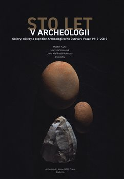 Obálka titulu Sto let v Archeologii