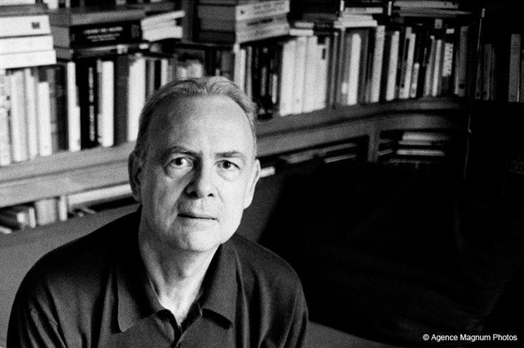 Po třech letech se Nobelovka za literaturu vrací do Evropy. Pro rok 2014 ji vyhrál francouzský spisovatel Patrick Modiano.