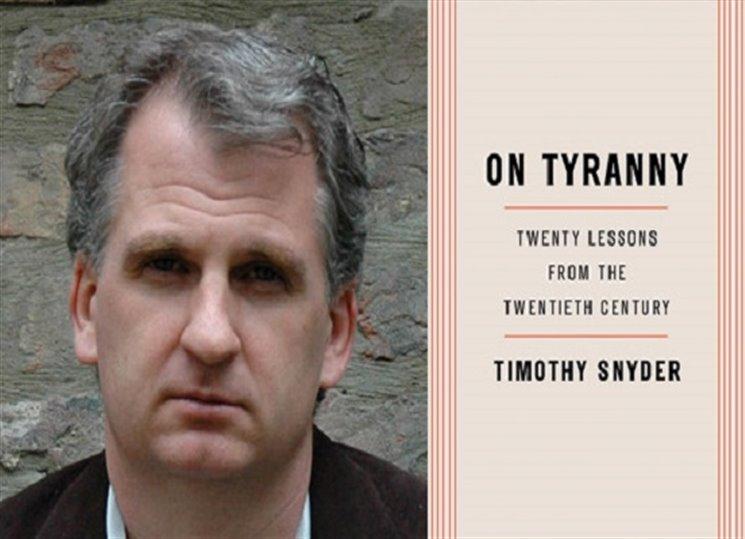 Občané, braňte si demokracii! Pár hesel z apelu Timothyho Snydera...
