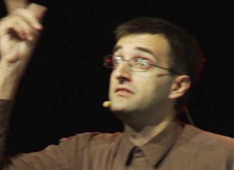 Josef Schovanec, autor úspěšné knihy O kolečko míň – Můj život s autismem, patří k těm, kteří pomáhají zprostředkovat pohled na neobyčejný život lidí s autismem a nechává čtenáře a posluchače nahlédnout do svého vnitřního světa – nyní už podruhé. Jeho druhá kniha – Vítejte v Autistánu – v krátkých a svižných textech čtenáře zve na cestu po nejrozmanitějších zemích, o kterých vypráví fascinující věci.