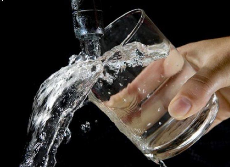 Budiž voda, řekl Izrael, a stalo se