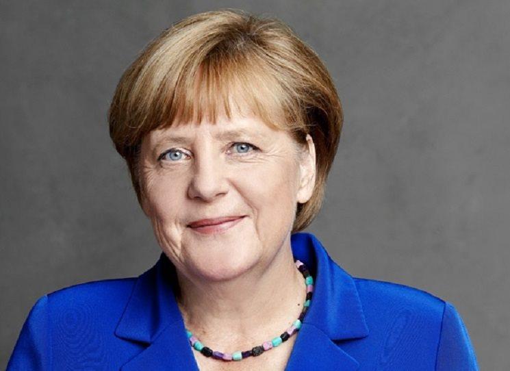Po vítězných volbách bude počtvrté kancléřkou Německa. Zázrak v současném neklidném světě. No řekněte: prosadíte přechod nejsilnější ekonomiky na obnovitelné zdroje energie, přijmete uprchlíky v obrovském počtu, odmítáte být politicky vulgární a populistická....a stejně nejvíc Němců chce, abyste jim dál prokazovala služby v čele státu.