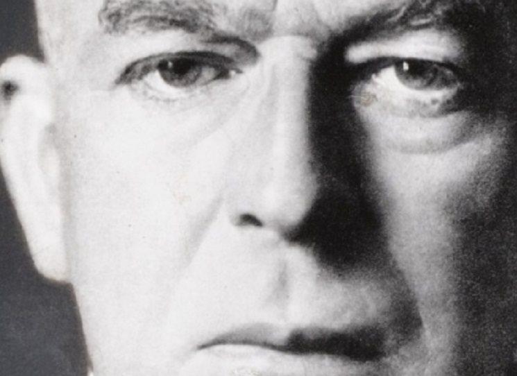 Přestože Oswald Spengler své dílo Zánik Západu vydal již v roce 1918, dodnes neztratilo nic ze své kontroverznosti. I proto stojí za to věnovat mu pozornost. Předem je možná na místě konstatování, že se nejedná o četbu do tramvaje, kniha má totiž přes tisíc stran a asi by se docela pronesla...