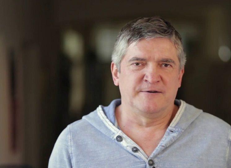 Štefan Hríb, (1965), slovenský novinář a moderátor, od roku 1991 dopisovatel Lidových novin, dnes zakladatel a šéfredaktor časopisu Týždeň. Jeho kniha rozhovorů se třemi katolickými osobnostmi se jmenuje Kam se ztratil Bůh?