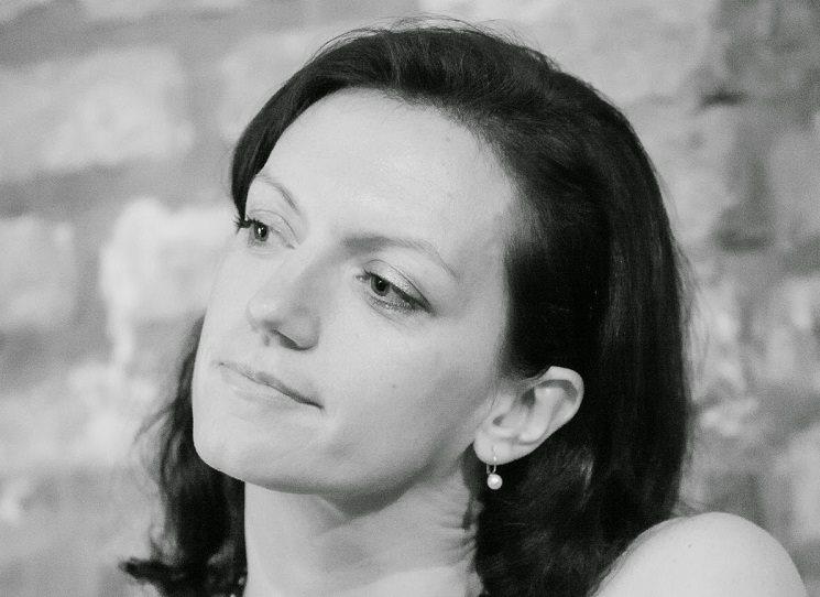 Pro Český rozhlas Vltava a jeho sobotní Víkendovou přílohu připravuje MeziŘádky i básnířka a literární redaktorka Olga Stehlíková. Její informace o některých básnických sbírkách roku 2017 ať zájemcům poslouží.