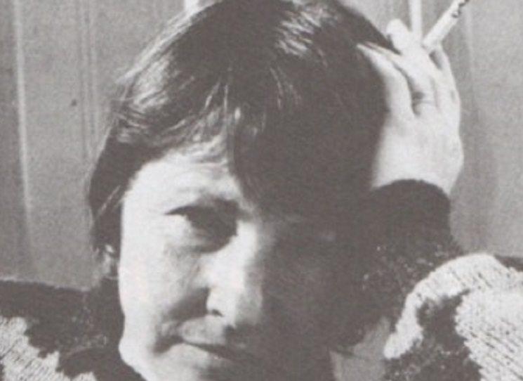 Překvapivému debutu Marie Benetkové Zlatý z nebe se podařilo zachytit na životním příběhu dvou lidí složitou a dramatickou dobu od padesátých let do současnosti. Bez příkras a literárních triků, o to však přesvědčivěji. Syrověji.