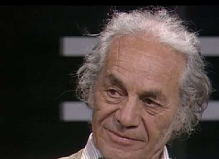 """V roce 1954 vydal chilský básník Nicanor Parra sbírku Poemas y antipoemas (Básně a antibásně), kterou založil nový styl, jejž nazval antipoezie. Ta se vyhraňuje vůči představě autora jako božského a výjimečného tvůrce napojeného na tajemné zdroje inspirace, která spojuje klasickou poezii romantickou i poezii avantgardní. Parra usiloval o poezii maximálně ironickou a civilní, byla proto také někdy nazývána """"konverzační!. Tolik Wikipedie - líp by to člověk sám neřekl."""