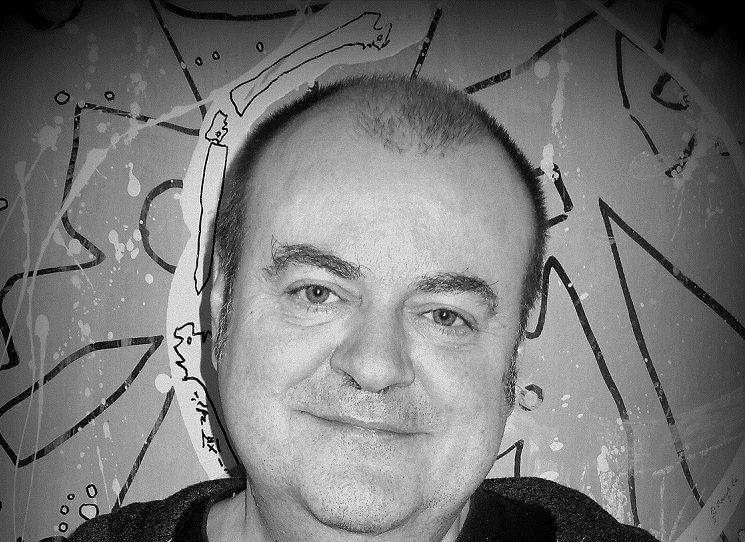 Výbor z básnického díla jednoho z nejpřekládanějších současných polských básníků. Za účasti autora uvádí překladatel Bogdan Trojak.
