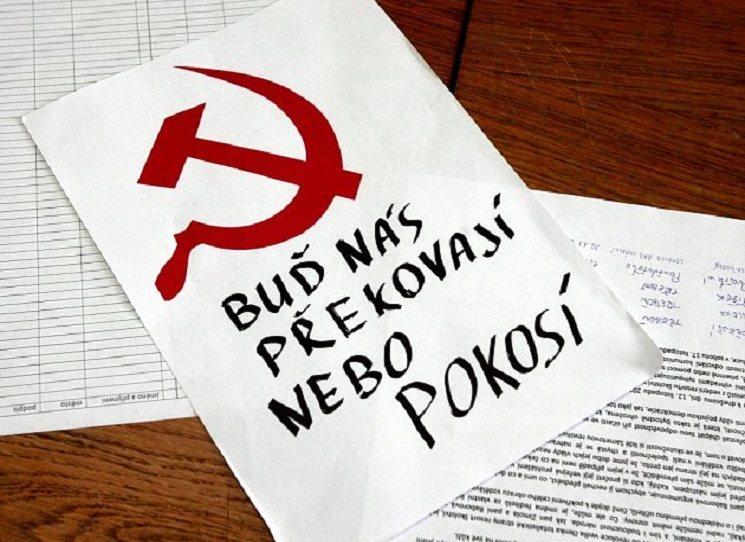 """Před půl stoletím čeští komunisté zkoušeli trhnout český satelit ze sovětské oběžné dráhy. Skončilo to důraznou soudružskou """"domluvou"""", kolaborací, zvacím dopisem, podpisem moskevských protokolů, pobytem ruských vojsk na našem území, poučením z krizového vývoje, masovou emigrací posledních zbytků elit a celospolečenskou frustrací těch, kteří uvěřili, že by Brežněv nechal v našich končinách """"ztracenou vládu věcí našich se k nám navrátit""""."""