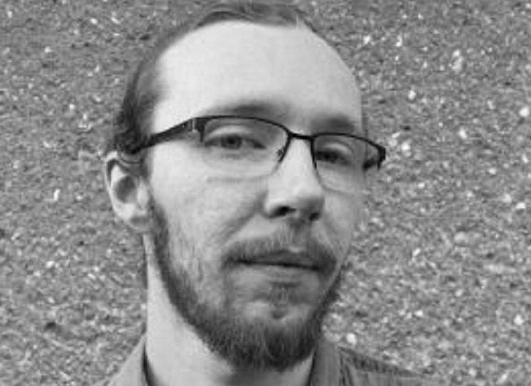 Vilém Koubek (nar. 1988) se od mládí zabývá videoherní žurnalistikou. Věnoval se editaci textů, díky níž začal spolu s Janou Kilianovou vydávat komiks Korektor. V současnosti je redaktorem časopisu 100+1 zahraniční zajímavost. Rád o sobě prohlašuje, že dokáže najít krásu i v nejextrémnějších zákoutích kultury, a svou vyhraněnost přenáší do psaní. Čepel entropie je jeho prozaickým debutem.