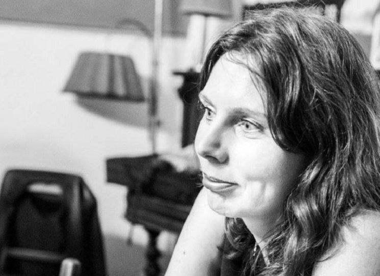 Alice Horáčková, původně novinářka, debutovala v roce 2014 biografickou knihou Vladimíra Čerepková – Beatnická femme fatale. Teď vydala svou v pořadí třetí knihu, nazvanou Neotevřené dopisy. Jde o dokumentární román, v němž se Alena, dcera podnikatele a umělkyně, vrací ve svých vzpomínkách formou dlouhého monologu od konce 2. světové války přes normalizaci až po Sametovou revoluci.