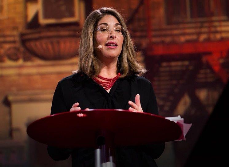 V roce 2017 projížděla kanadská aktivistka a novinářka Naomi Kleinová Evropu a účastnila se prezentací jednotlivých překladů své nejnovější knihy Ne nestačí. Jak se bránit Trumpově šokové politice a získat svět, jaký potřebujeme. Navštívila setkání Labour Party v Brightonu, poté zavítala do Holandska, Itálie a 9. listopadu také do Barcelony. Pro online magazín Political Critique promluvila o strategiích současného odporu.