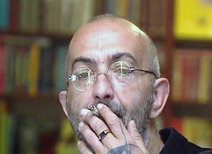 Poprvé odjel do Tibetu v roce 1993, pak ještě dvakrát. Napsal knihu, ve které na jednu stranu zcela vážně objasňuje, co je to vlastně žít zen, ale také knihu o vykladačích… Protože jak se něco napíše a dva tisíce let na tom poté stovky a stovky kreativních zlodějů bouchaj kačky, vzniká přesně stejný počet nesmyslných výkladů původní myšlenky, kolik lidí na ní potřebovalo vydělat. Jiří X. Doležal - Velký obrazový atlas zen