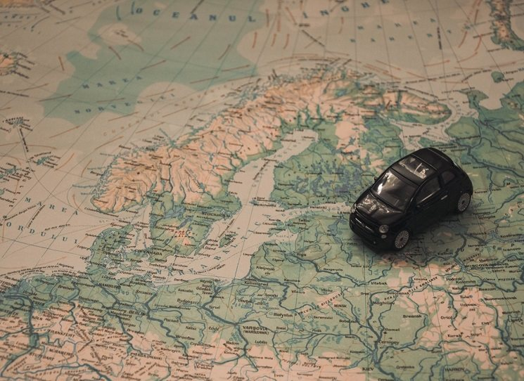 Existuje nějaký skandinávský recept na dobrý, spokojený a šťastný život? Ze severu si teď další Evropané začínají kromě poutačů IKEA všímat i tří slov: kromě dánského hygge také švédského lagom a finského sisu. I když lagom a sisu ve skutečnosti znamenají něco dost odlišného, není nic proti ničemu se jimi v životě inspirovat.