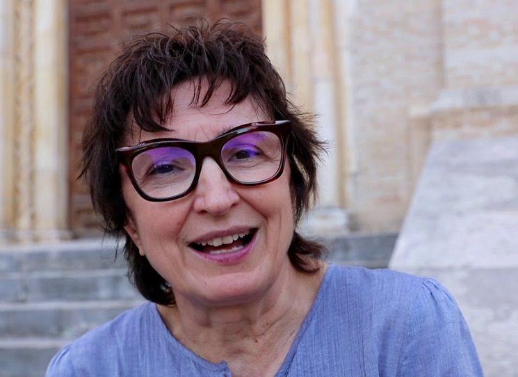 Je dobře, že se nakladatelství Argo odhodlalo nabídnout z italské literatury i něco jiného než osvědčenou sázku na jistotu, kterou je Umberto Eco, a vydalo překlad útlého románu Donatelly (Di Pietrantonio) (nar. 1963) L'Arminuta, pod výstižným českým názvem Navrátilka. V Itálii to byla předloni jedna z knih roku: hodně se četla a hodně se o ní mluvilo.