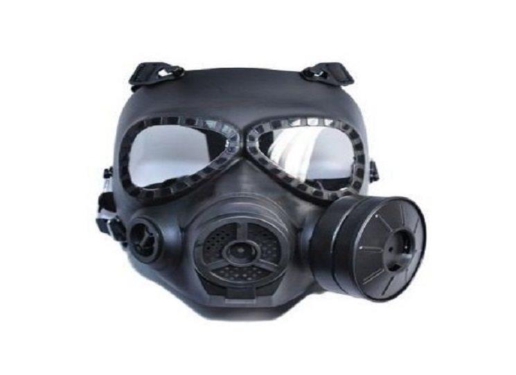Zabíjí černě oblečená postava s plynovou maskou