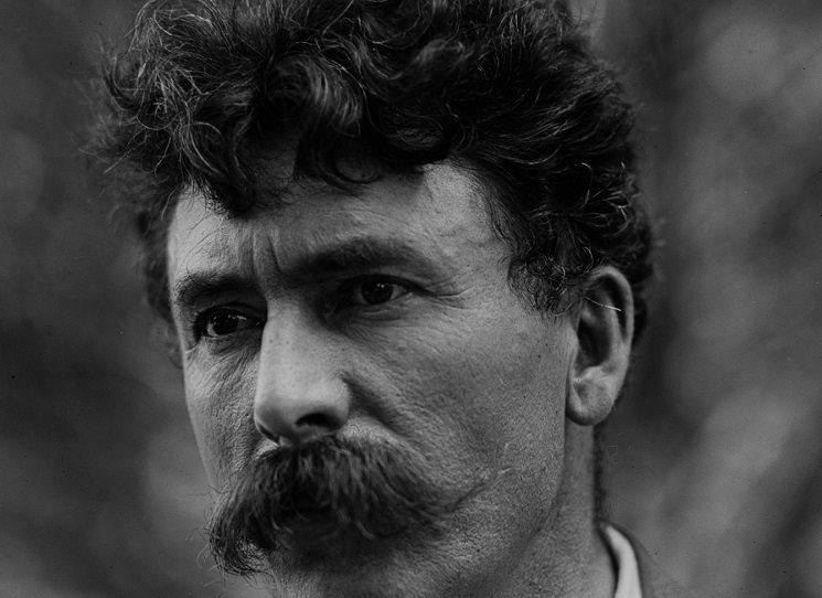 """Propagátor """"indiánské lesní moudrosti"""" Ernest Thompson Seton (1860 - 1946) se v české kotlině těší stále velké popularitě. Na praxi skautingu má dodnes větší vliv než jeho zakladatel lord Baden-Powell. Víc o životě a díle této osobnosti v knize Pavla Hoška Evangelium lesní moudrosti."""