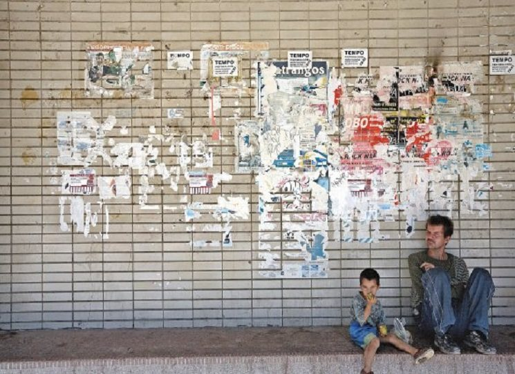 """Při čtení Bánovy knihy Slon na Zemplíně budete mít pocit, že ohmatáváte DNA toho """"nejstaršího"""" a zároveň """"nejmladšího"""" národa v Evropě.  Se všemi poruchami a rodícím se potencionálem. Zájemci o reportážní literaturu už s ní byli téměř na cestě kolem světa - tak se nenechte ujít tenhle silný a osobní pohled k našim nejbližším sousedům. Andrej Bán - Slon na Zemplíně. Foto: autor, Čierna nad Tisou"""