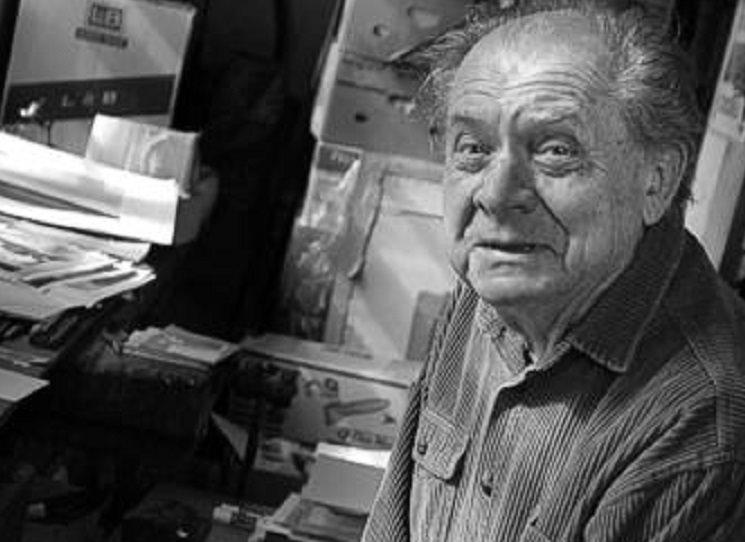 """Ivo Vodseďálek (1931–2017) je v širším povědomí znám především jako autor takzvané """"trapné poesie"""". Ta se rodila v temných časech padesátých let a dnes ji můžeme směle označit za prověřenou klasiku. Jeho Dílo 1948 - 1998 připravil k vydání Martin Machovec."""
