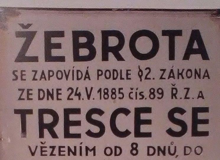 Kniha Slepé skvrny je sestavená z textů, které začaly vznikat už v roce 2013. Dana Prokopa tehdy vyprovokovala kampaň některých politických stran, podle které u nás téměř neexistovala chudoba a chudých v Česku bylo nejméně v Evropě. O chudobě a exekucích, nerovném vzdělávání a rostoucím populismu v Česku víc autorem knihy v rozhovoru pro ČRo Wave.
