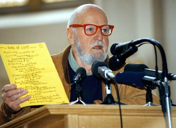 Česky vyšel Chlapec, netradiční autobiografie právě 101 - letého Ferlinghettiho