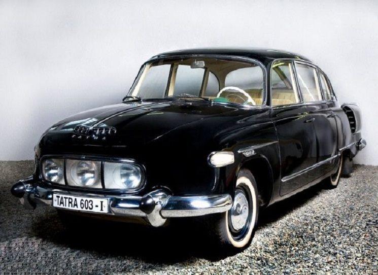 Vyšla publikace Ivana Margoliuse a Johna G. Henryho o významné české automobilce a legendárním designérovi Hansi Ledwinkovi, tvůrci unikátní konstrukce podvozku (tzv. koncept Tatra, užívaný dodnes) i elegantních aerodynamických karoserií – modely Tatra 77 a 87 jsou dnes vozy ceněné sběrateli. Knihu doprovází bohatý ilustrační doprovod – vedle fotografií i technické nákresy či dobové reklamní materiály.