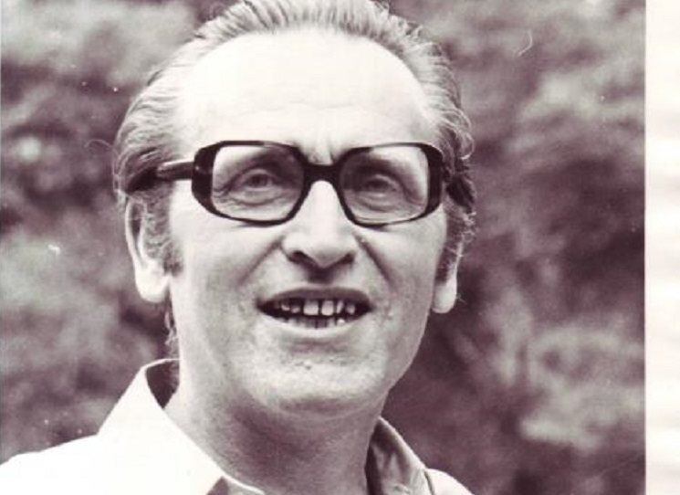 Rudolf Battěk (1924 - 2013) patřil k těm představitelům disentu, kteří se snažili oslovit různé společenské skupiny a přimět je k větší aktivitě a případné participaci. Tenhle duší a tělem socialista podepsal Chartu, spoluzaložil Výbor na obranu nespravedlivě stíhaných a Hnutí za občanskou svobodu. Za svoje názory byl tento statečný člověk odsouzen totalitou v součtu na několik let vězení.