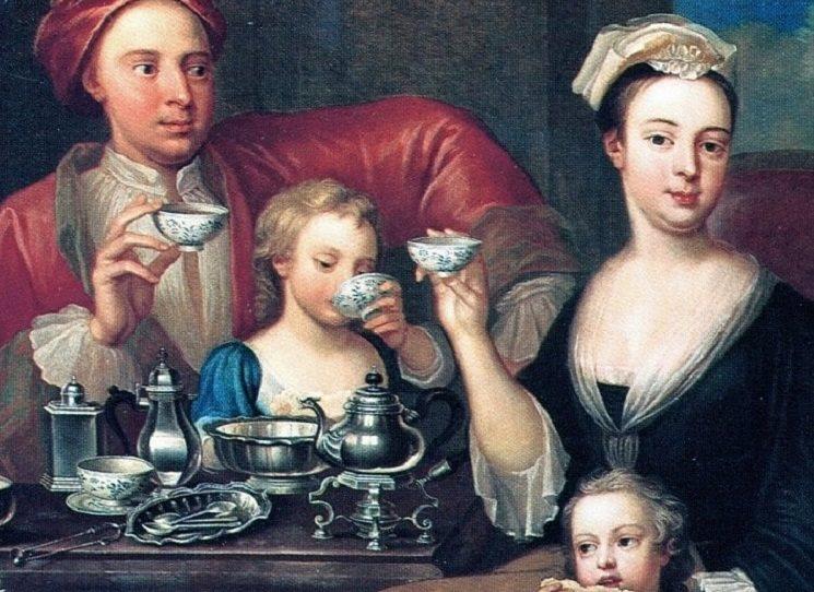 První zajímavostí knihy Karla Černého Ze zámoří do Čech je to, že všechny tři nápoje - čokoláda, čaj a káva -  dorazily do Evropy cca ve stejné době, tedy v 16.–17. století. Samozřejmě čaj, káva i čokoláda coby novinka byly na počátku v Evropě drahé – dokonce natolik, že se po určitou dobu pokládaly spíše za léky než nápoje.