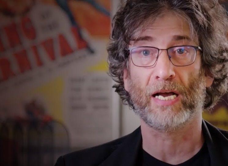 Omylem napsaný román? Neil Gaiman o Oceánu na konci cesty