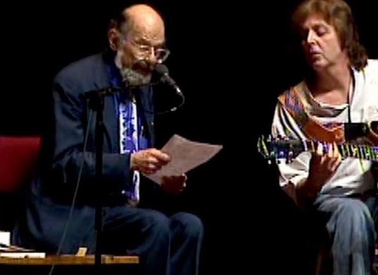 Česky vyšel Kadiš, slavná Ginsberova litanie za zemřelou matku. Kniha poprvé vyšla u Ferlinghettiho City Lights Books v roce 1961. V Kadiši se Ginsbergovi podařilo vypsat z hlubokých traumat, přičemž k odemknutí bran podvědomí použil divotvorné klíče: valná část Kadiše vznikla pod vlivem morfinu a metamfetaminu a konečnou revizi provedl až po návratu z Peru, kde k tomu účelu požil ayahuasku neboli yagé.