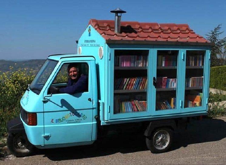 Knihkupectví u jezera Jenny Golganové je volným pokračováním Pojízdného krámku snů. Je to příběh o naději, víře, lásce a o tom, že štěstí může člověk najít i tam, kde by je vůbec nečekal. Třeba okolo pojízdného knihkupectví.